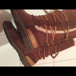 877baa86c21 UGG Australia Women Tall Boots w/ wrap laces size7